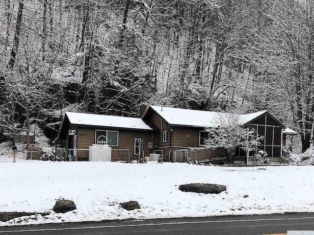 Bear Cub Cabin -Lovely Mountain Retreat