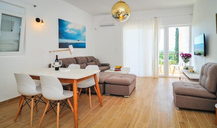 Brand new 'Forest Escape' Villa,Apartment No. 9