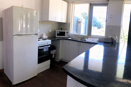 3 Bedroom - sleeps 6 - WiFi /kitchen/laundry