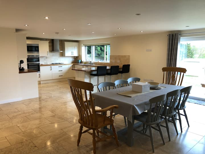 Spacious home with wonderful views&enclosed garden