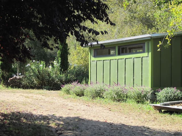 Guest Cabin on a Farm by the Creek - San Gregorio - Houten huisje