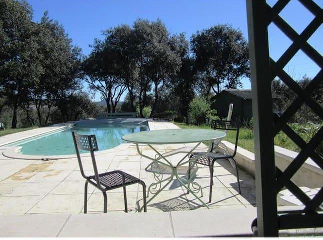Maison avec piscine sur 3000 m2 de terrain - Saint-Martin-de-Valgalgues