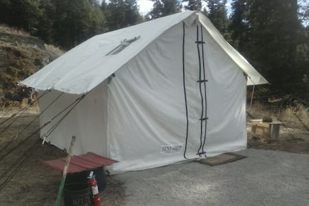 Hunters Wall Tent at Coyote Point - Blockhütte