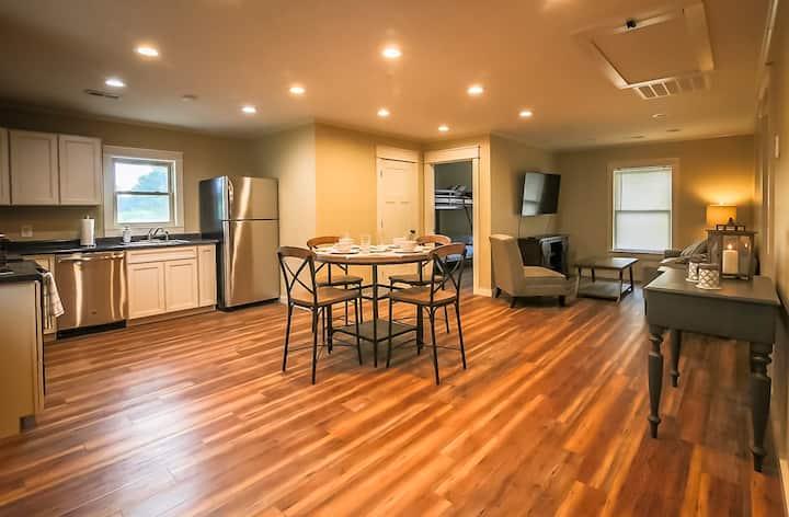 Private Luxury Apartment Smoky Mountains Jacuzzi