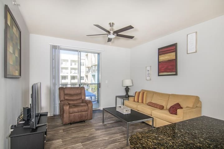 ⭐️ MEDICAL DISTRICT, King Bed, Gym near Uptown⭐️