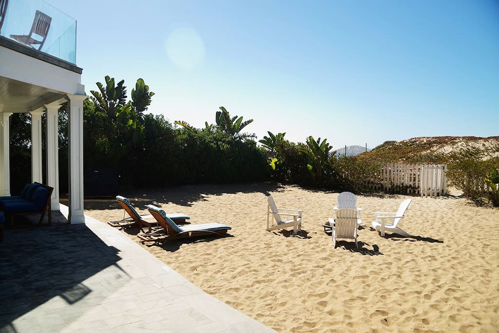 699 malibu beach house cocean front houses for rent in for Malibu house for rent