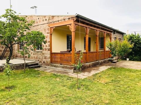 Rincón de la aldea armenia y recorridos