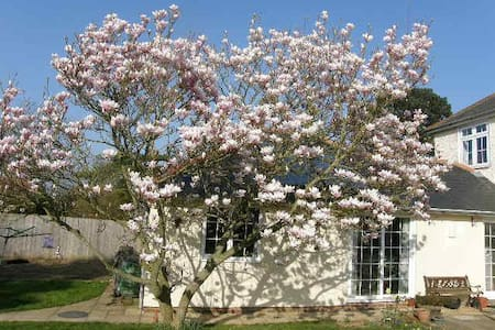 Magnolia Cottage - cosy countryside annexe - Lympne