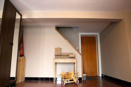 Chambre indépendante dans une grande maison - Mons - Ház