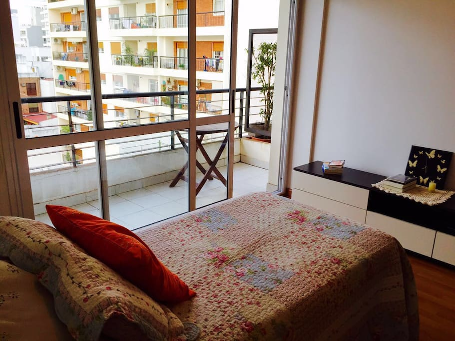 Dormitorio con balcon (vista)