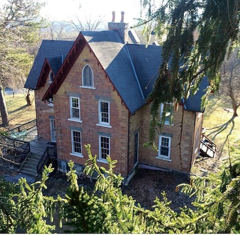 3rooms, 4 beds in Gothic Victorian