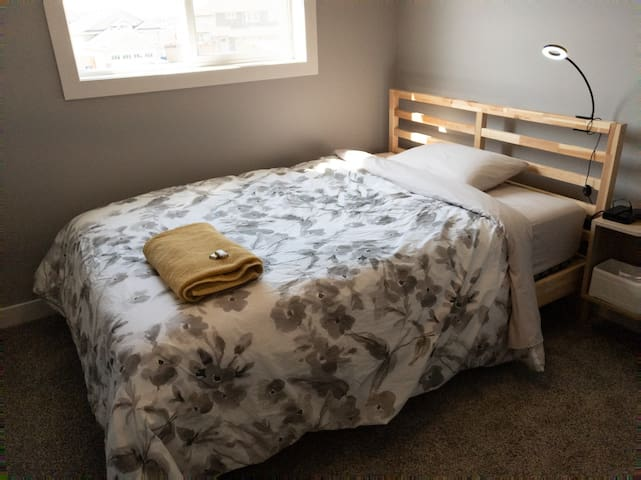 2 Cozy Bedrooms in Modern New House near YXE