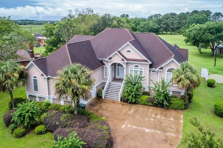 Spacious Custom Home with Pool 3 miles from Folly