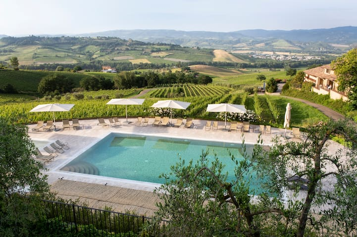 Spacious flat in the Umbrian hills