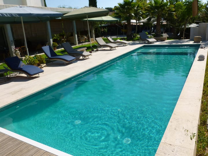 Casa familiar con jardin ,barbacoa, piscina