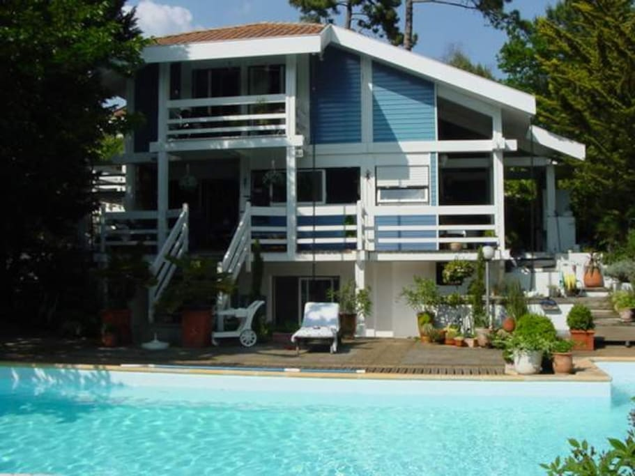 Villa pilat piscine et plage pied maisons louer la for Piscine la teste de buch
