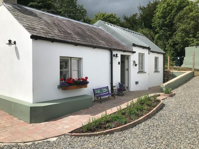 An Bothán-Cosy Cottage in the Cooley Mountains