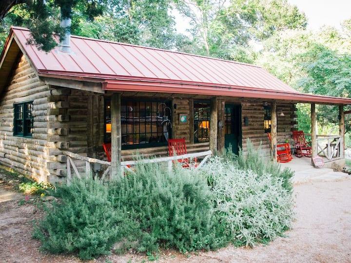 Moondance - Everyone's Favorite Log Cabin. Romantic! Pet Welcoming! On Creek!