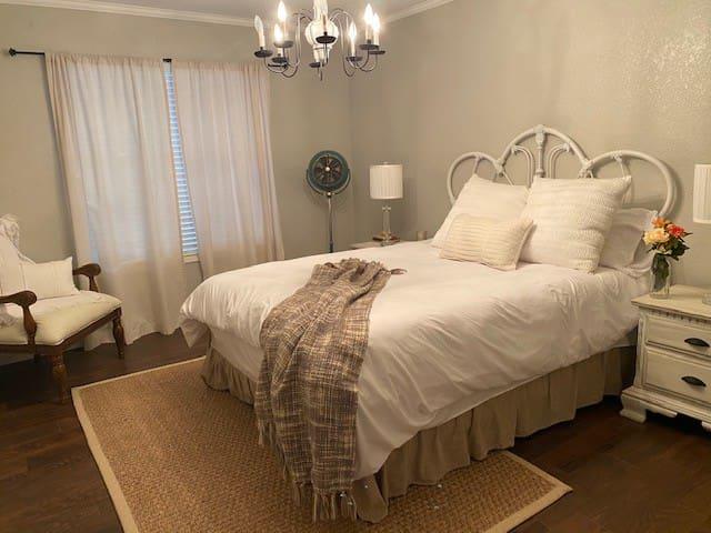 #4 Queen Bed