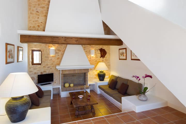 Recently built villa in Sant Francest with bbq&outside area