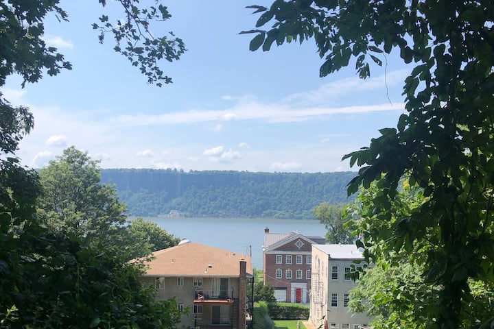Spacious apartment in Hastings-on-Hudson near NYC