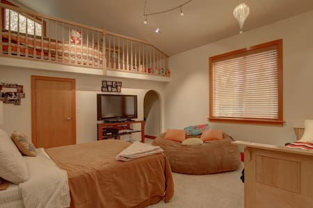 "Lake Front Luxury- ""Holly's Room"" - Big Lake - Talo"