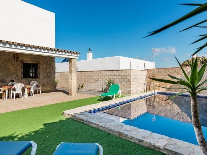 Chalet con piscina privada 1