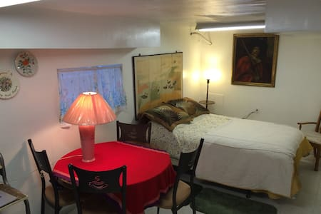 Quiet, Cozy Private Room for 1 or 2 - Brookfield - 獨棟