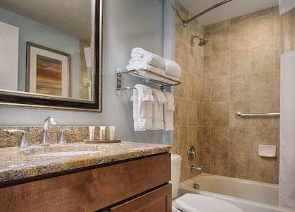 LUXURY RESORT at National Harbor - 1 BEDROOM DELUXE - Complimentary Shuttle to D.C.