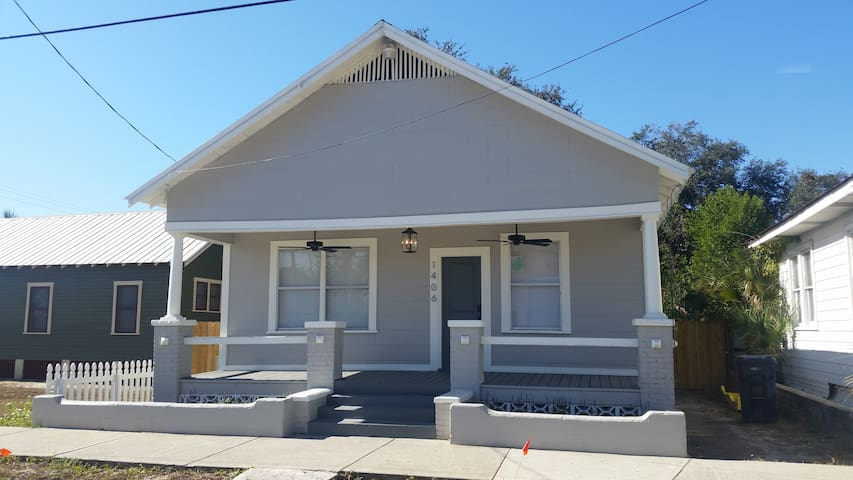 Fully Renovated Historic Ybor Bungalow - Tampa - Ev