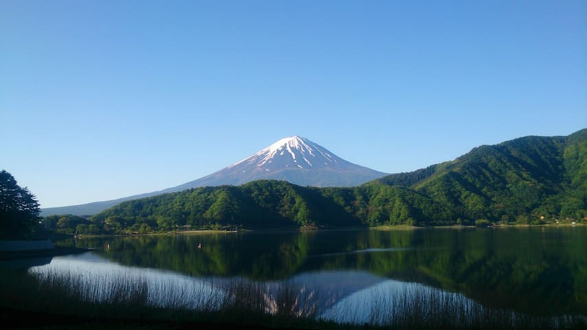 河口湖富士山全景私人公寓,湖景、山景尽收眼底。 - Minamitsuru District - Bangalô
