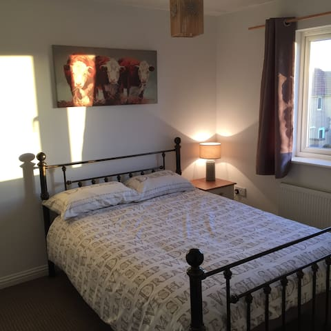 Double bedrooms & exclusive guest bathroom - Peterborough - Dom