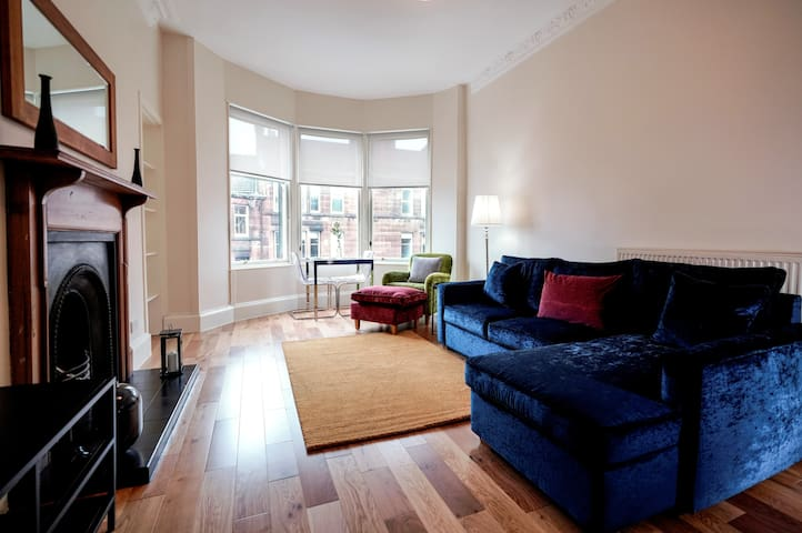 Stunning Westend Traditional Tenement Apartment