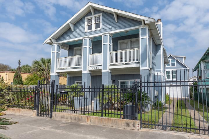 Blue House by the Beach - Upstairs Unit