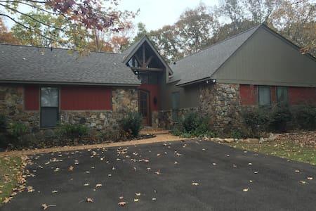 Southaven/Memphis Serene 8 acres pool paradise - Haus