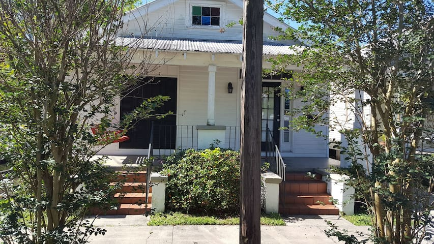 Cozy Quiet 1 BR Minutes From City