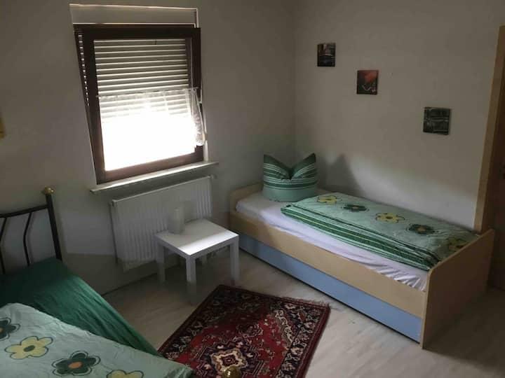 Wohnen in ländlicher Idylle / Zimmer 2 /bis 5Pers.