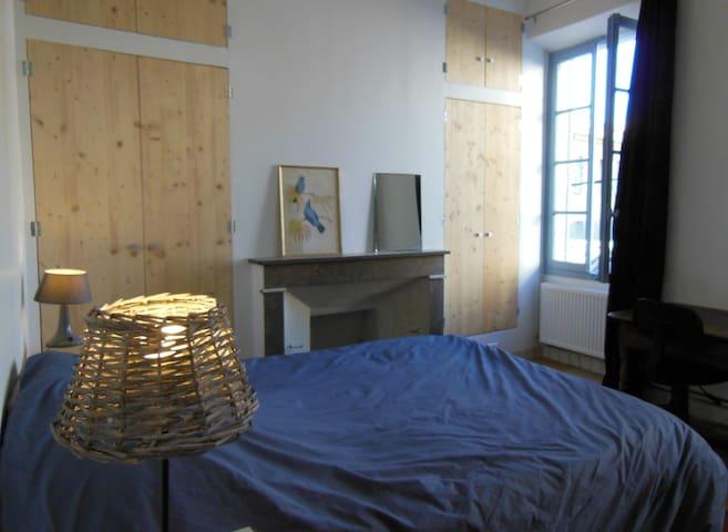 Chambre avec salle de bain - Nyons centre - Nyons