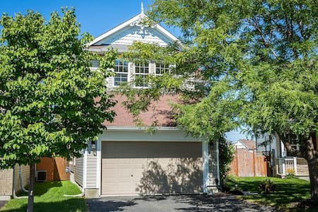 Beautiful Single Family Home with Hot Tub - Ottawa - Casa