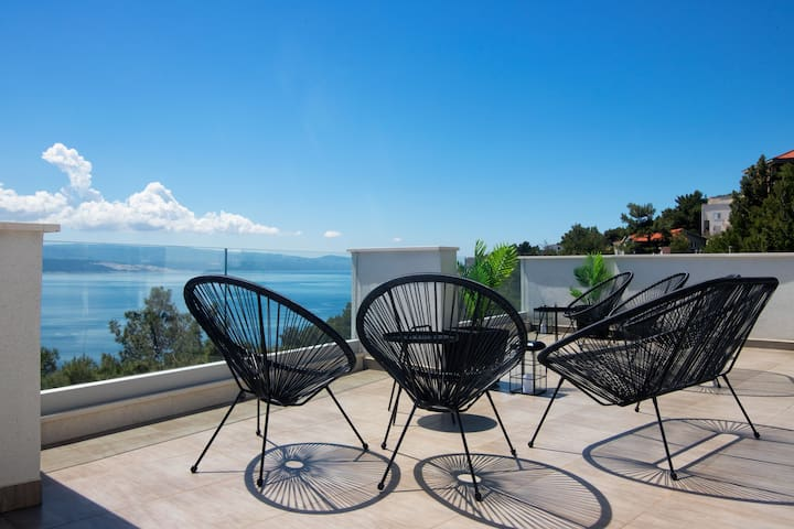 Six bedroom Villa, seaside in Marusici, Indoor pool