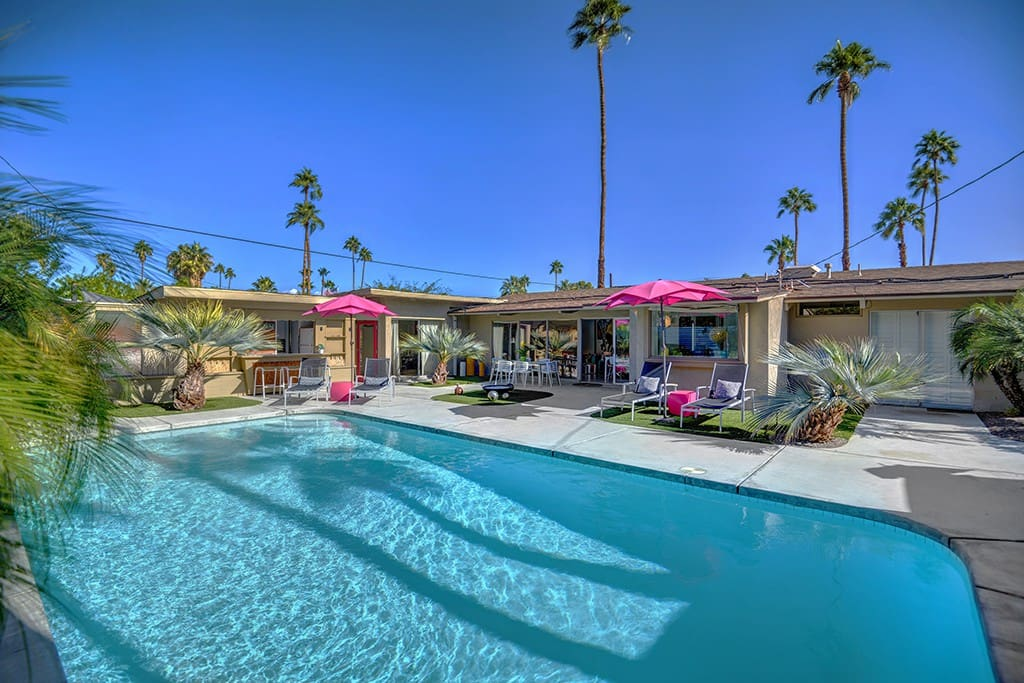 POOL TO BACK OF HOUSE - OCEAN'S 11 - PALM SPRINGS VACATION RENTAL POOL HOME