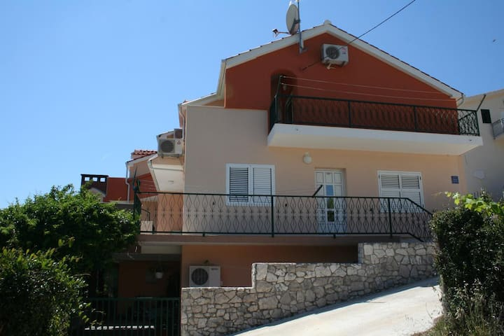 Studio flat with balcony and sea view Marina, Trogir (AS-11607-a)