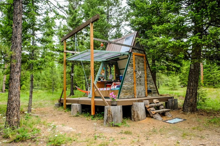 Transforming A-frame with HotTub on 100 acres