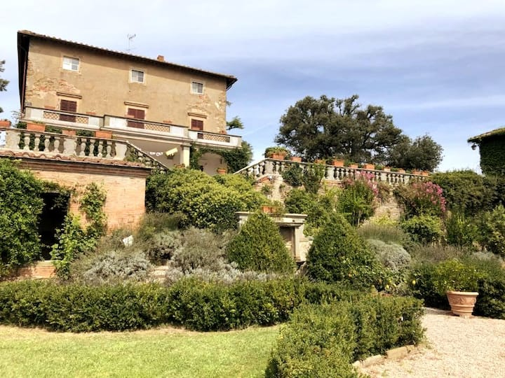 The villa and the Italian stile garden