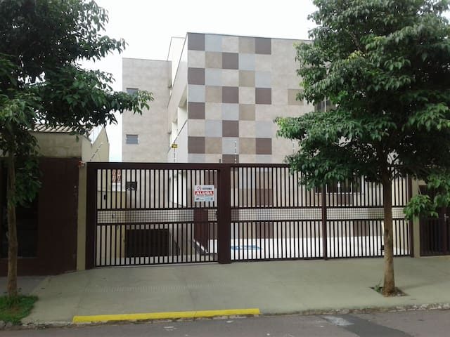 Apartamento  com ar+wifi+garagem prox HR 13