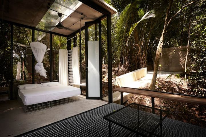 GLASSBOX Serendah –unique private forest retreat