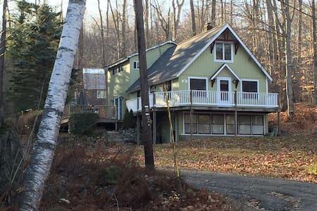4 BR Getaway, steps to the lake - Meredith - Huis