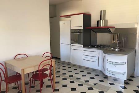 ROSSO- Grazioso appartamento a 100 metri dal mare