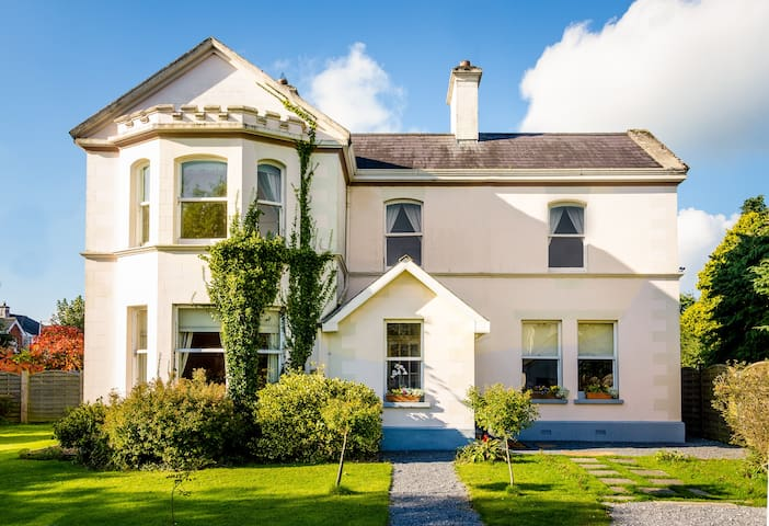 Galway. Book now and pay later, sleeps 26