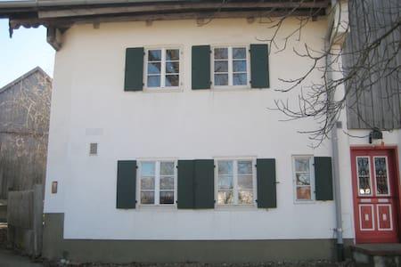 Schönes Studio in altem Allgäuer Bauernhof - Mauerstetten - Leilighet